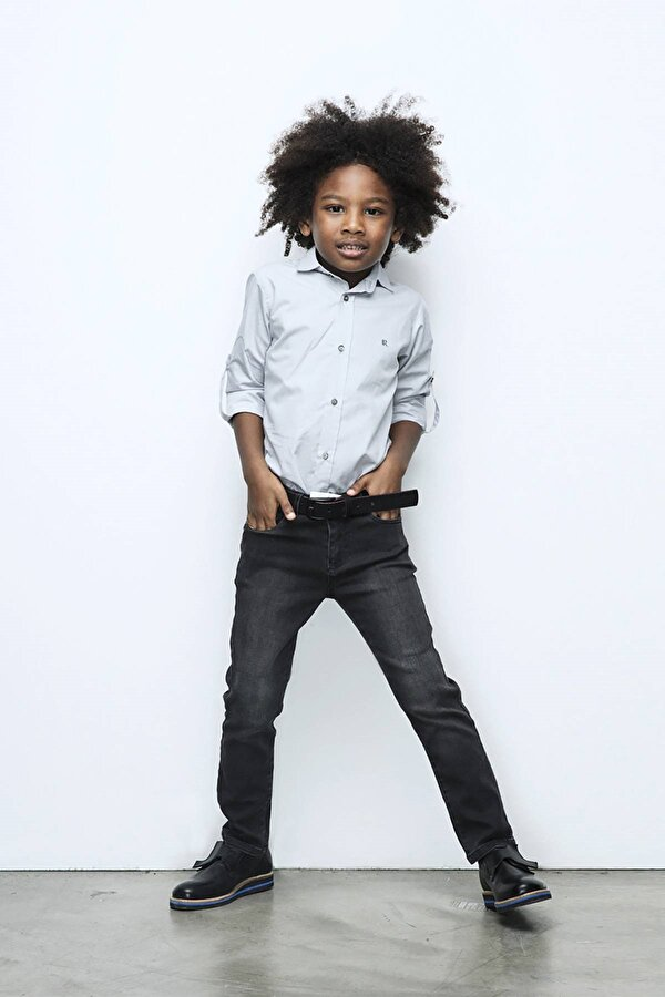 Resim Erkek Çocuk Gri Gömlek