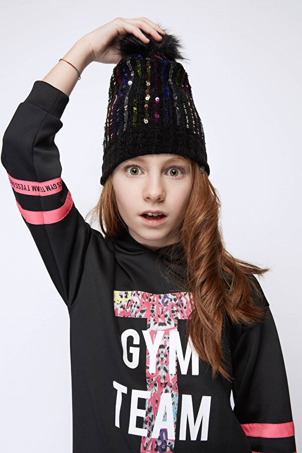 Resim Kız Çocuk Siyah Bere