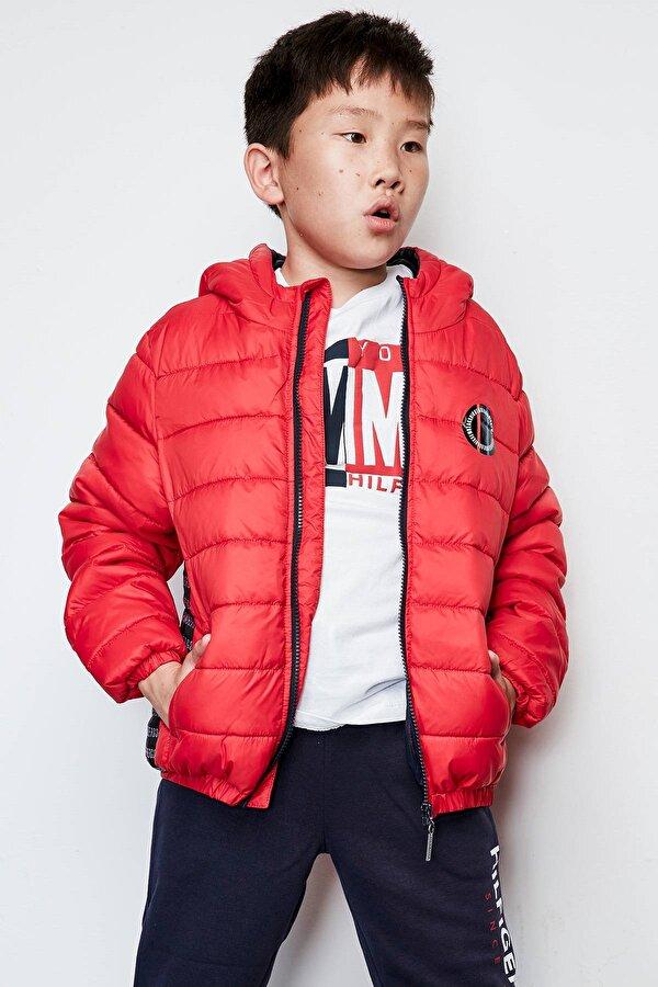 Resim Erkek Çocuk Kırmızı Mont