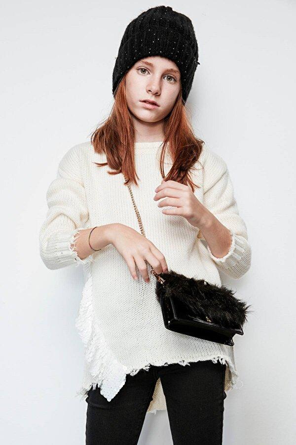 Resim Kız Çocuk Siyah Çanta