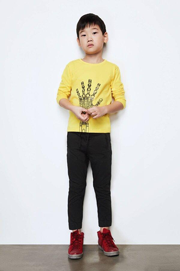 Resim Erkek Çocuk Siyah Pantolon