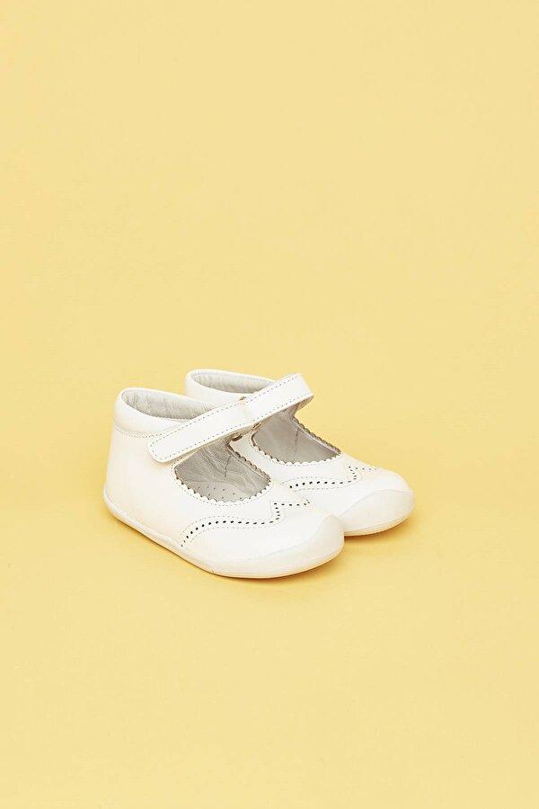 Resim Kız Bebek Beyaz Ayakkabı