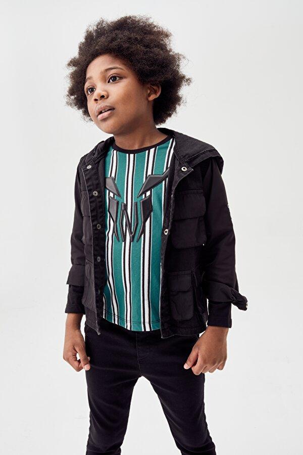 Resim Erkek Çocuk Siyah Gömlek