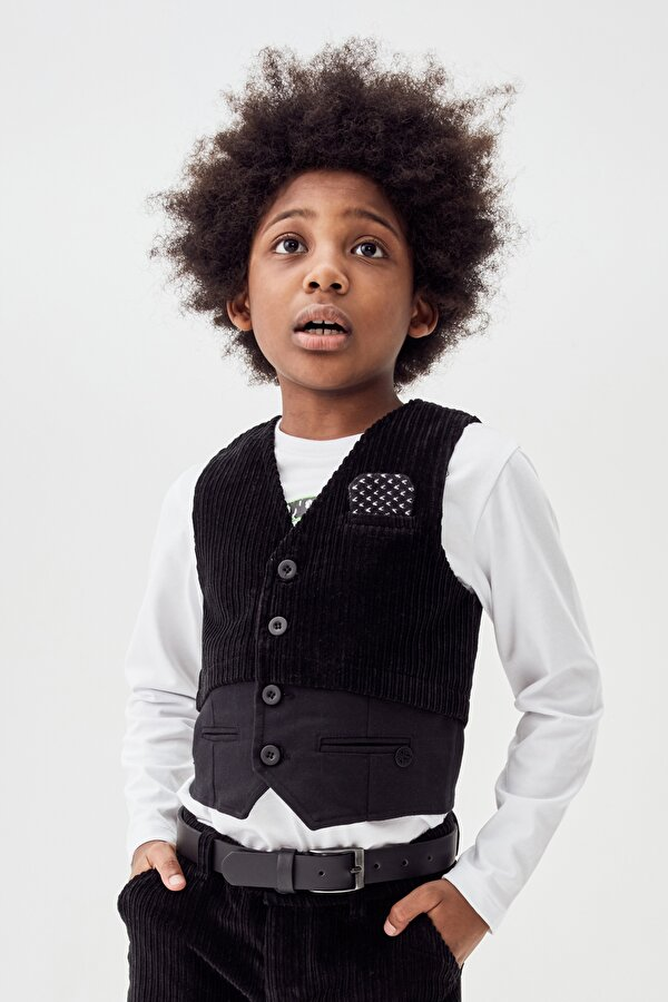 Resim Erkek Çocuk Siyah Yelek