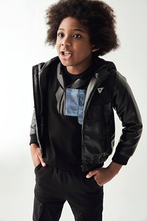 Resim Erkek Çocuk Siyah Deri Ceket